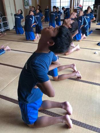 yoga181011_2.jpg